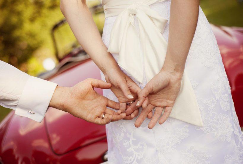Jak powinna wyglądać dekoracja auta ślubnego?