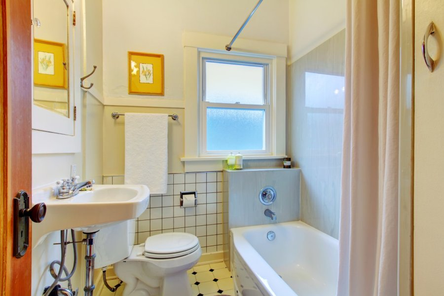 mała łazienka w stylu retro